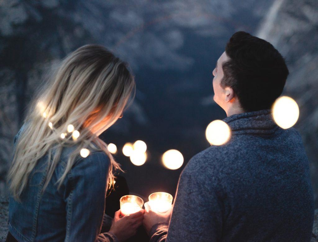 Protegerse contra las emergencias es la forma de tener salud financiera y hacer crecer la relación de pareja